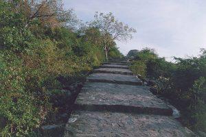 霊鷲山への古道
