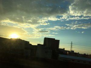 湾岸線から夕日と青空(投稿者:puppy grace)