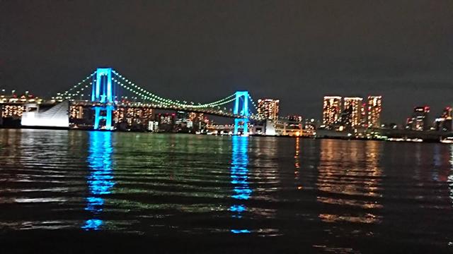 東京、お台場レインボーブリッジ《青》(投稿者:み~こ)