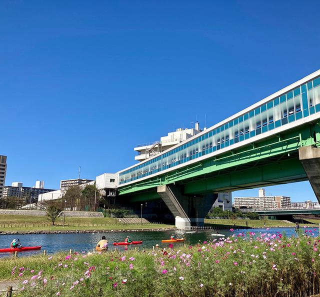都営新宿線の駅の下(投稿者:のぼろぎく)