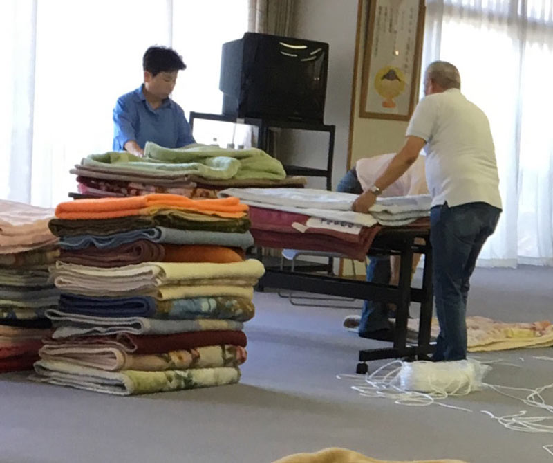 青年の日までに集まった毛布の梱包
